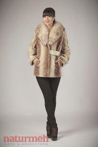 Мутоновая куртка с песцовым воротником